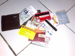 isi dompetnya